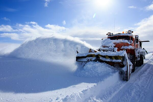 How to Improve Snowplow Operations with Fleet Management Solutions