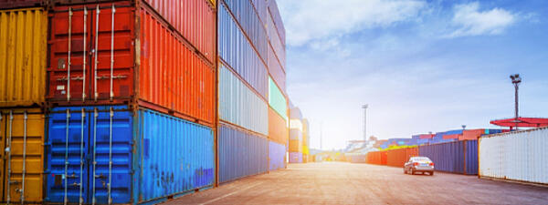 storage_containers-in-a-shipping-area
